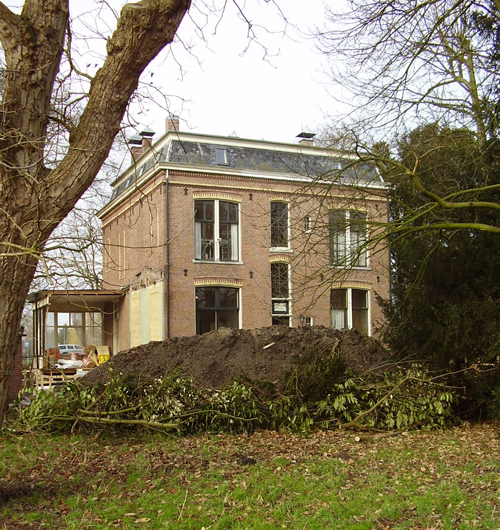 2008, when a new owner started cutting the weeds that were about to overwhelm these walls, <p> he opened the windows and began the long process of restoring this house and its interior.