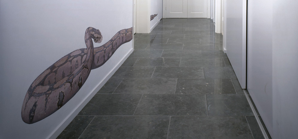 Over seven meters of Trompe l\'oeilmuralpainting in the entrance hall.